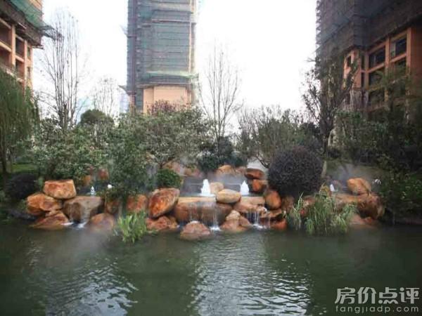 美国海棠,四季桂花等乔木为主,环绕中心水景,打造出中式岭南风格.图片